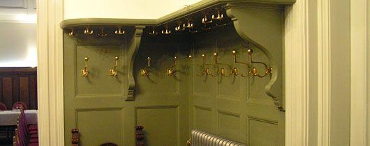 Entrehallen i Gula paviljonen, hatthylla och hängare