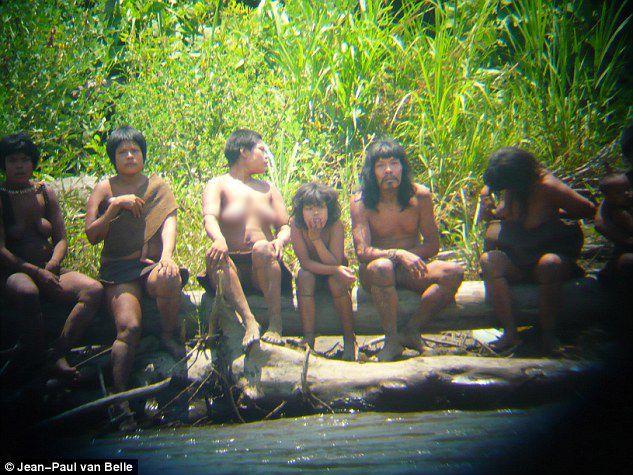 Μέλη της φυλής Mashco Piro που ζει αποκομμένη από τον σύγχρονο πολιτισμό, σκότωσε με βέλη δυο χωρικούς και προσπάθησε να έρθει σε επαφή με τον έξω κόσμο.