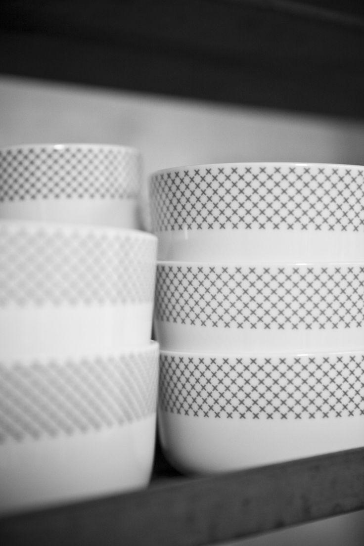 Menu Stitches servies, wit servies met een rustig grijs patroon #mijnservies