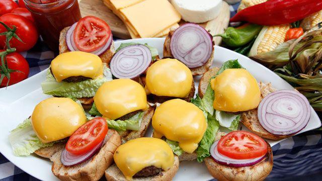 "Chef Rocco DiSpirito shares his calorie-friendly recipe for a cheeseburger with ""Good Morning America."""