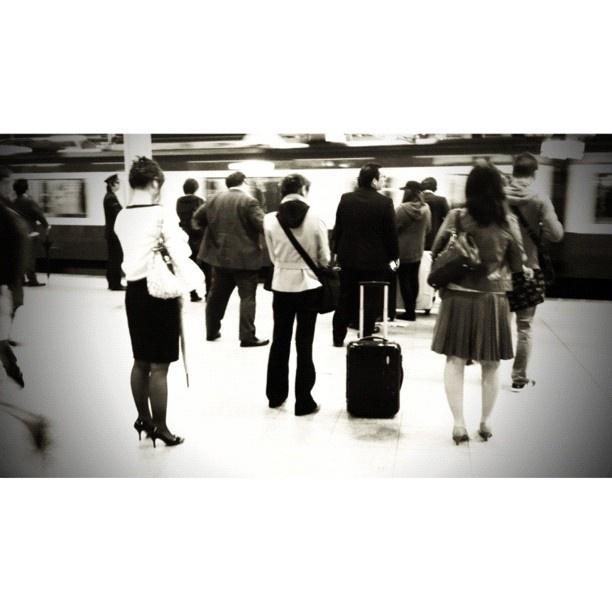#station 久しぶりの駅投稿。10分電車待ち、間が悪い。お腹すいた…(^^;; - @tetsuyak9- #webstagram