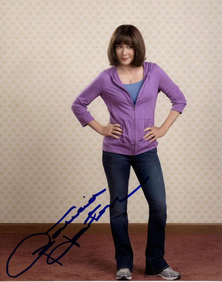 Frankie Heck Legs Open | Patricia Heaton Autographed 8 x 10 The Middle Photograph Frankie Heck ...