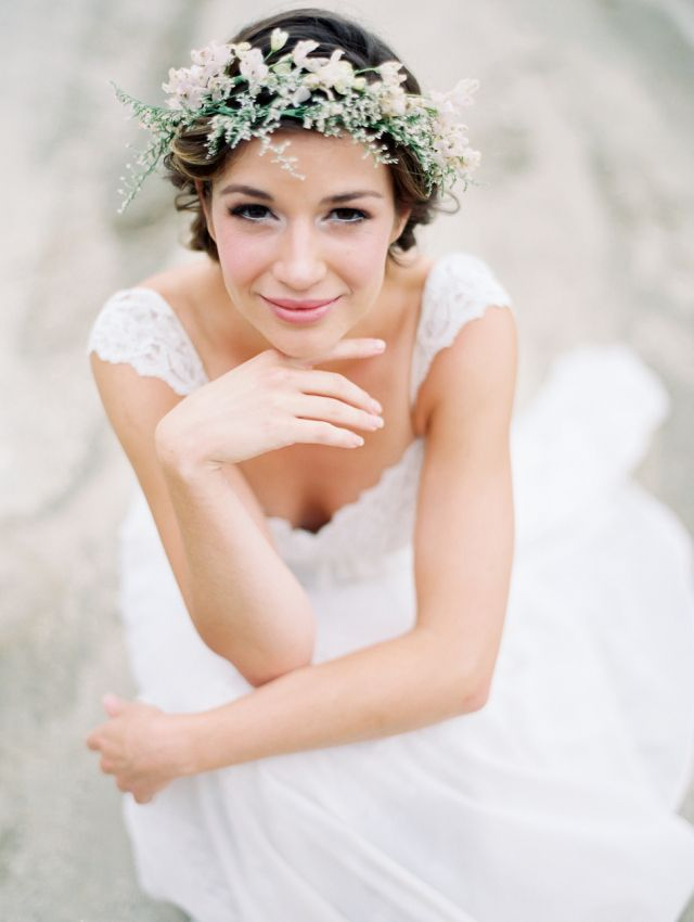 Desert Wedding Bridal Portraits: http://bellesandbubbles.com/desert-wedding-bridal-portraits | Photography: http://www.lucymunozphotography.com/