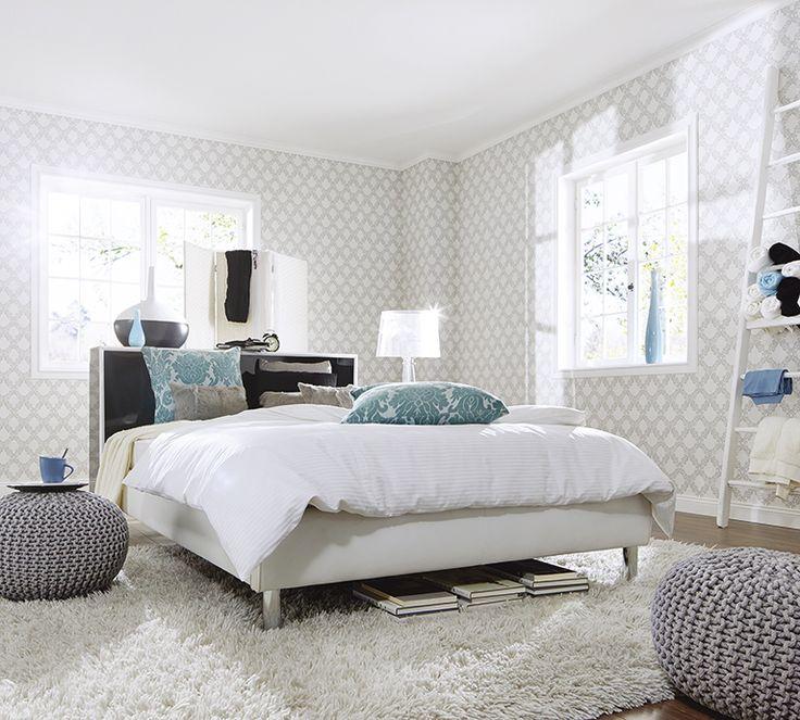 Romantisches Schlafzimmer mit Tapetenmotiv aus der Kollektion FAME