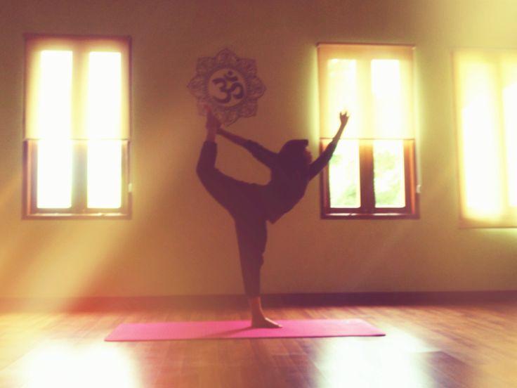 www.informasiyoga.com/jengnad  #ashtanga #yoga #dancerpose
