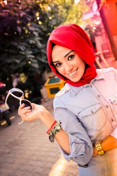 love the red #hijab #hijabi #style #fashion