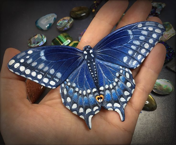 Blue swallowtail butterfly hair barrette by Gemsplusleather - 42.24€ #hair #barrette #giftforher #handmade #leather #tooledleather #leathercraft #artisan #painted #painteditmyself #gemsforall #Gemsplusleather #fantasy #gift #handpainted #butterfly #swallowtail #blue #hairclip #hairpiece