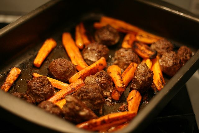 Carrots and meatballs pasta bake