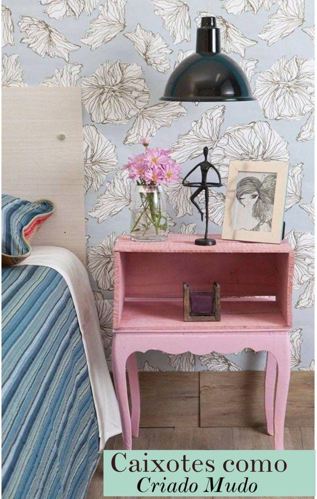Criado mudo rosa feiito de caixote