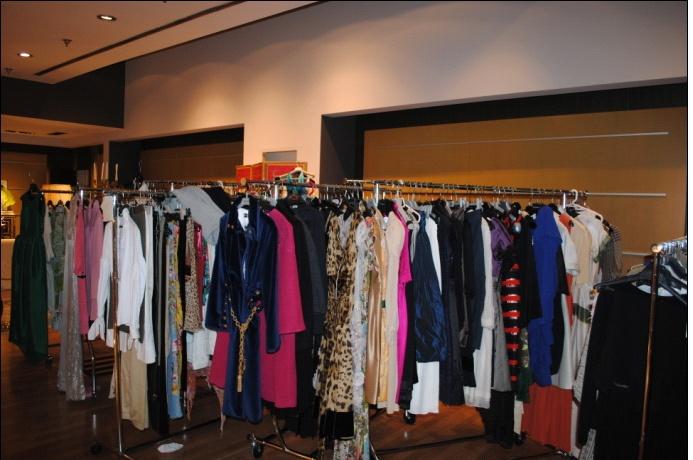 Mercadillo solidario de carmen lomana en el centro comercial de moda shopping del 14 al 16 de - Centro comercial moda shoping ...