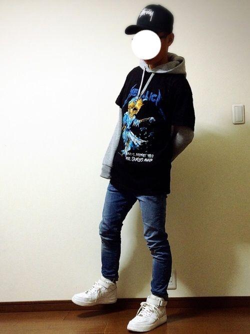 こんばんは! ストリートコーデ! パーカー✖️Tシャツ メタリカのTシャツは、有名なアーティストさん
