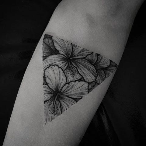 #Tattoo by @fetattooer #Equilattera