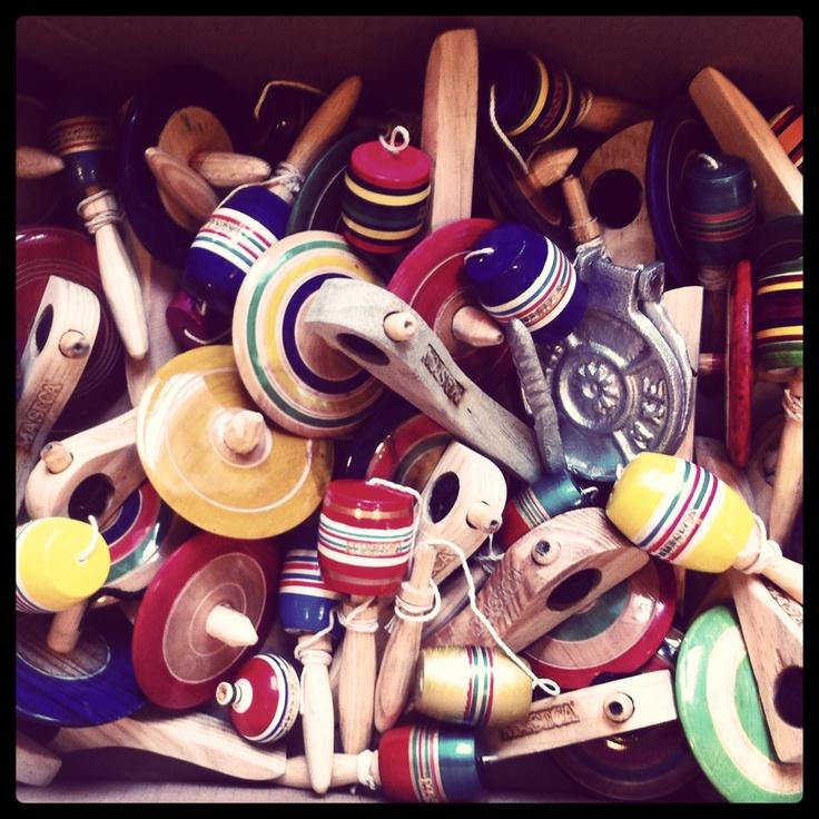 traditional mexican toys/ juguetes mexicanos tradicionales  baleros, trompos y pirinolas de madera con agujeta