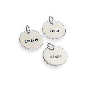 Klein bedeltje voor 1 naam - Mooie sieraden voor de trotse mama! #vrouw #moeder #zoon #dochter #familie #bedel #hanger #ketting #kado