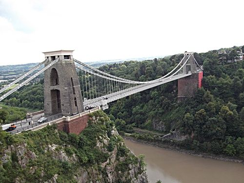 Not just an iconic symbol or a masterpiece of Victorian engeneering, Clifton Suspension Bridge is a delightful site in Bristol. And it has to be visited on foot. From bottom to the top or vice vers...