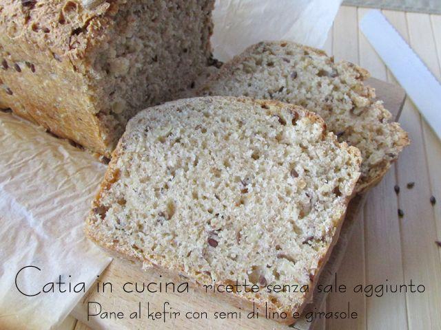 """Sto attraversando una """"fase lievitazione"""". Dopo aver tanto sfornato (e mangiato) per giorni, ma senza fotografare... Ooohhh, oggi questo pane al kefir mi..."""