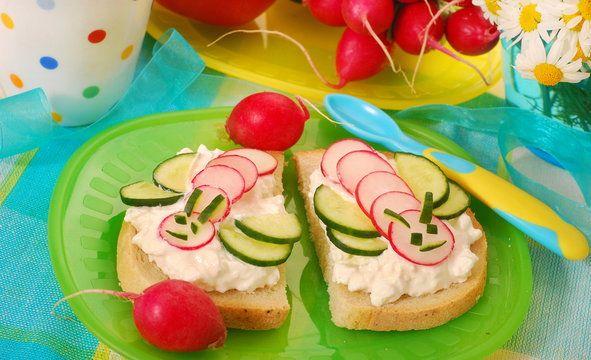Kanapki dla dzieci - Galeria - zdjęcie 8/11 - Onet Gotowanie