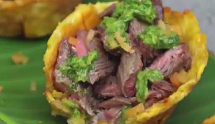 Recipe cooker to prepare instruction video Steak and Chimichurri Plantain Cups Plantain Cups: ingredients 4 green plantains, maduros 3 cups oil Salt Steak: 1...
