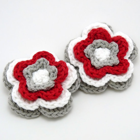 2 Olivia Flower Clips in Ohio State Colors