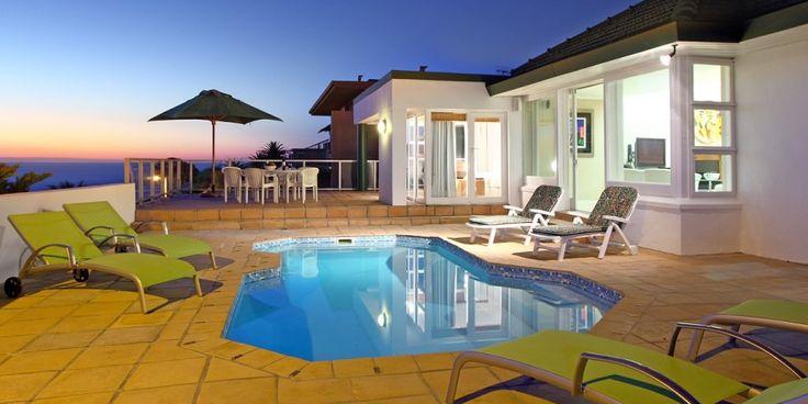 Strathmore Manor -  Une villa de vacances de 3 chambres située à Camps Bay, avec piscine et vue sur l'Océan Atlantique.