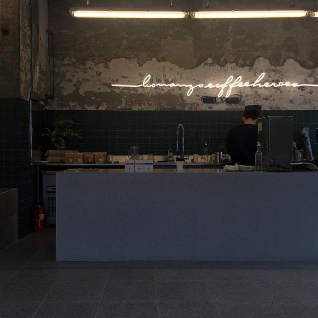 르블루가 새롭게 오픈하는 MTL 한남에 입점합니다.  맛있는 커피가 있는 카페, 감각적인 브랜드 편집샵이 한 공간에 있습니다. 아직은 가오픈 기간이고 10월 말에 정식 오픈입니다 .오늘은 제품 입고만 했고 정식 오픈날 제품 진열하러 갈거예요 :) . 베를린 bonanza 커피 저도 오늘 맛보고 왔는데 정말 좋네요..☕️