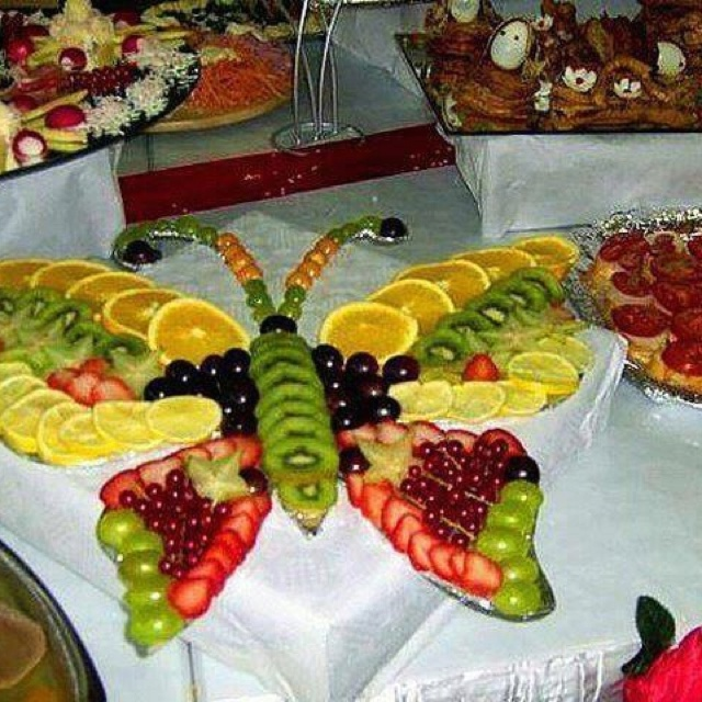 Fruit tray- this would be great for our In the Garden themed camp for Sparks (breakfast)