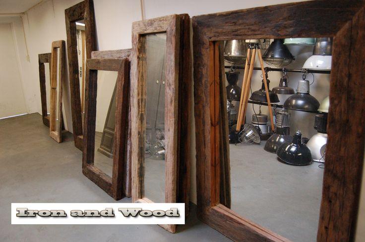 Grote robuuste spiegels / railway spiegels van oud sloophout / oude wagondelen. Handgemaakte spiegels van Iron and Wood. Kijk op www.ironandwood.nl