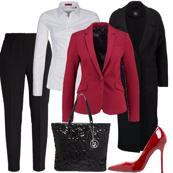 Per una giornata di lavoro in trasferta, saremo perfette con camicia bianca, pantaloni neri, giacca rossa, décolleté rosse laccate e borsa nera, lucida, molto capiente.