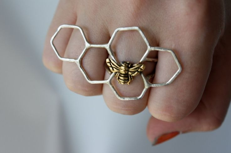 This is a fun bee ring, although I think I might like it better with only three hexagons, instead (e.g. removing the one over the pinky and ring finger).