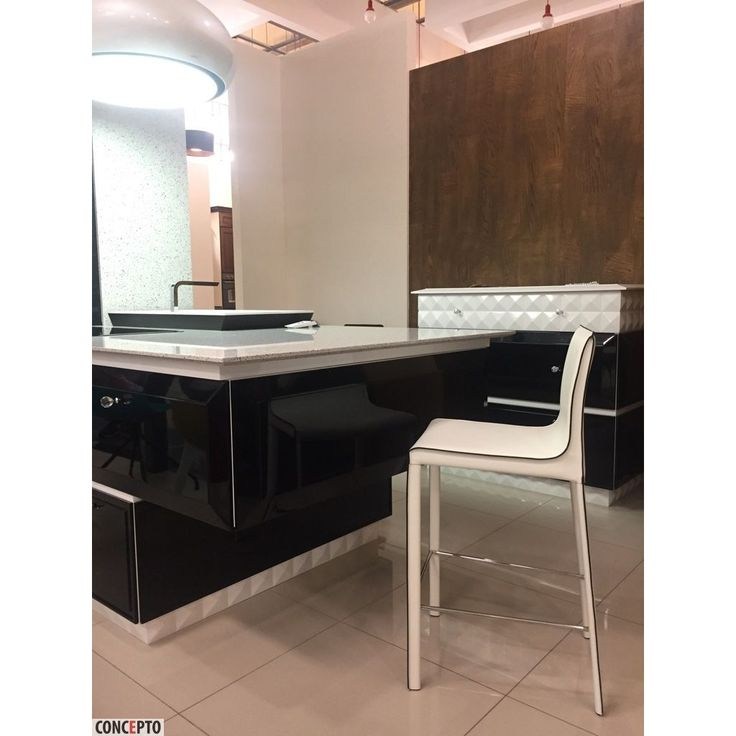 Leather barstool Ashton Concepto white in furniture salon Mirus Odessa / Полубарный кожаный стул Эштон Concepto белый в салоне мебели Мирус в Одессе #concepto #conceptocomua #conceptoukraine #barstool #leather #white #mirus #restaurant #horeca #interior #bar