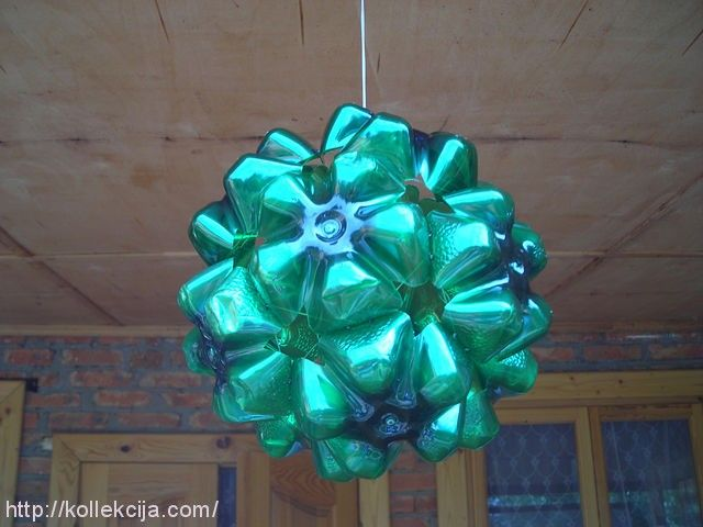How to recycle plastic bottles? Now here's the tutorial to make PET balls. You can also give vent to imagination and paint / decorate to taste. Materials needed: * Bottles