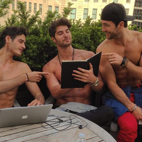 Naked men reading: