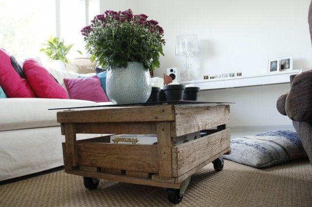 Sohvapöytä vanhasta pottulaatikosta.  http://kirpparikeijunkotona.blogspot.fi/