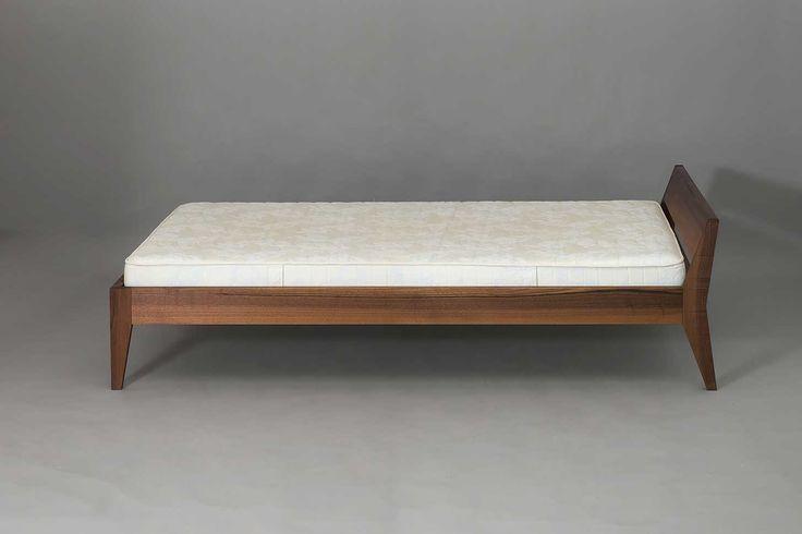 Bett Annabella in Nussbaum, 120 x 200 cm