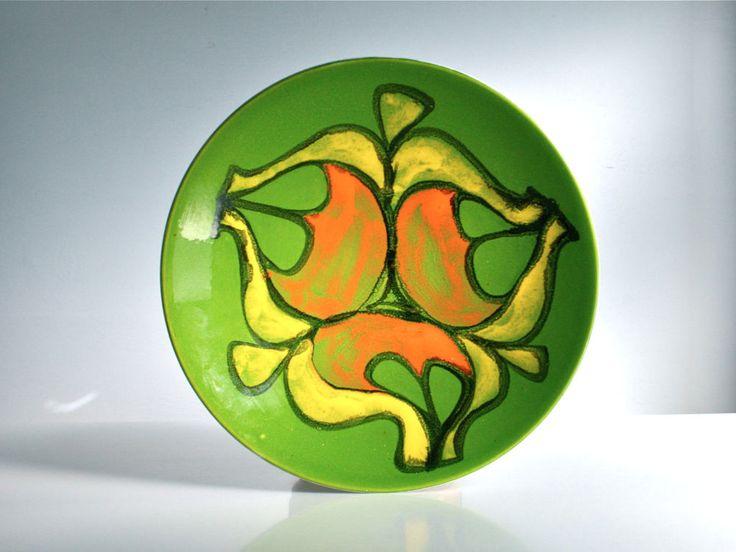 Poole Pottery Delphis bowl. Green, Yellow. 1960s. Shape 4. Ann Godfrey Lloyd.