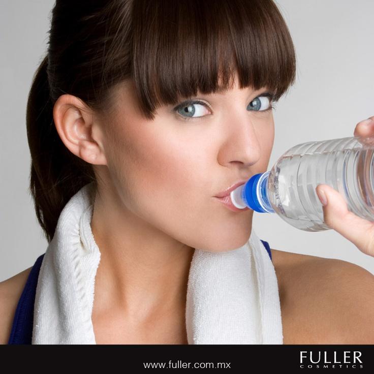 Todos los beneficios del agua se reflejan en tu piel.