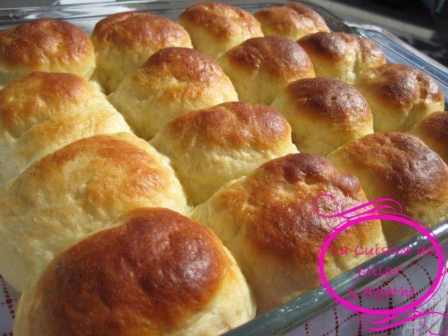 Encore une recette de boulange ultra moelleuse! Des petits pains tellement moelleux qu'ils fondent en bouche! Encore plus moelleux qu'une brioche!…