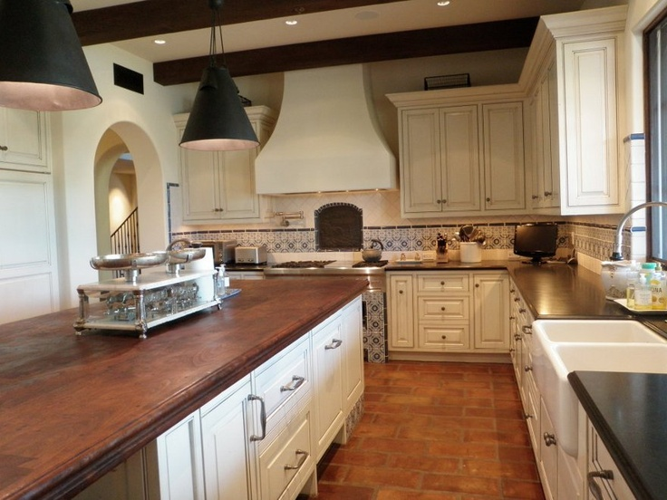 Another view of cool kitchen