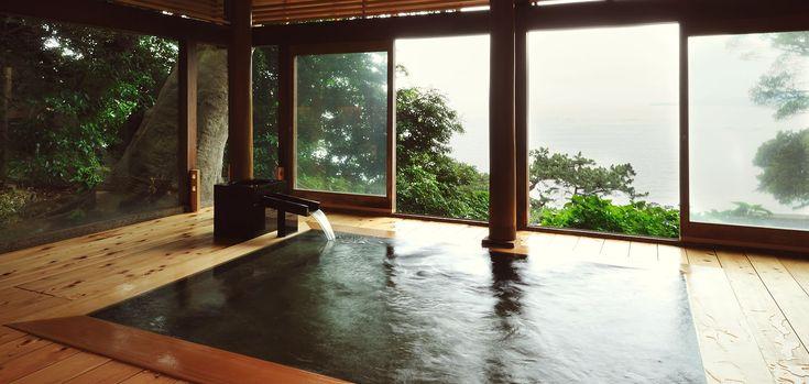 界 熱海の源泉である伊豆山温泉「走り湯」は、日本三大古泉のひとつです。この名湯を、趣の異なるふたつの湯殿で源泉かけ流しでお楽しみいただけます。