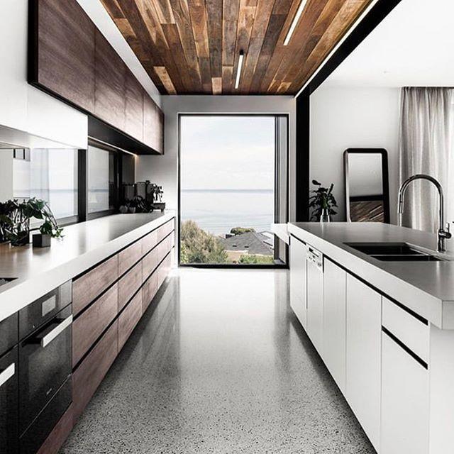 Arredo cucina stretta e lunga dal design moderno ...