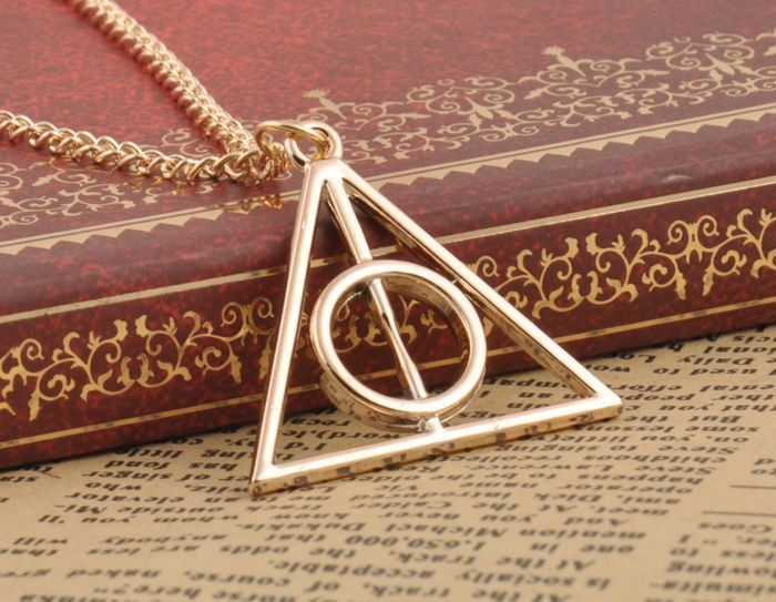Deathly Hallows Necklace - I want this for christmas