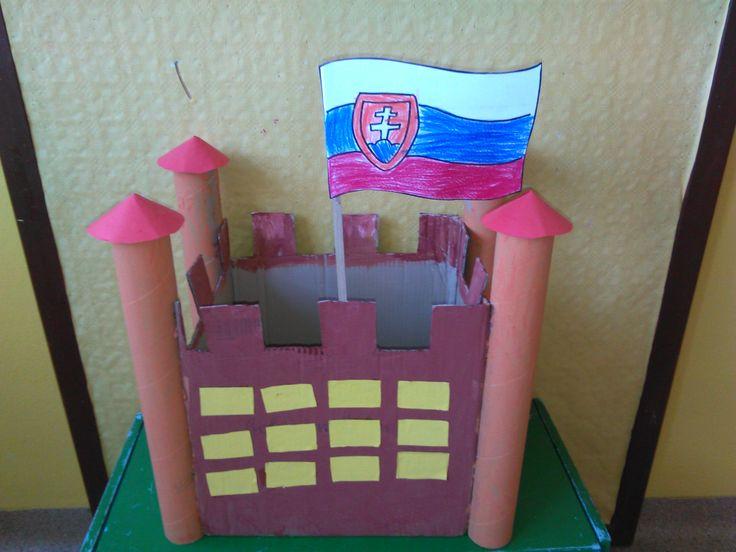 Bratislavský hrad z kartónu.