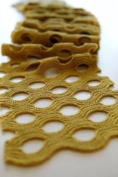 Au tricot une écharpe pour les débutantes mais façon pro : je vous propose, cette belle écharpe que tout le monde peut tricoter