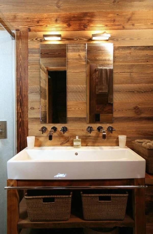 arredare uno chalet di montagna bagno con pareti in legno