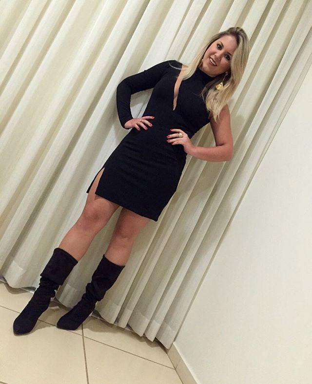Vestidinho preto nada básico divo Pela minha Stylist @suzanatrinca  Agora sim foto de corpo inteiro com meu novo xodó #look #pretonadabasico #vestido #fenda #lookofthenight #snap #snapchat #snapsave #nataliarfonseca #showdoamor #votuporanga