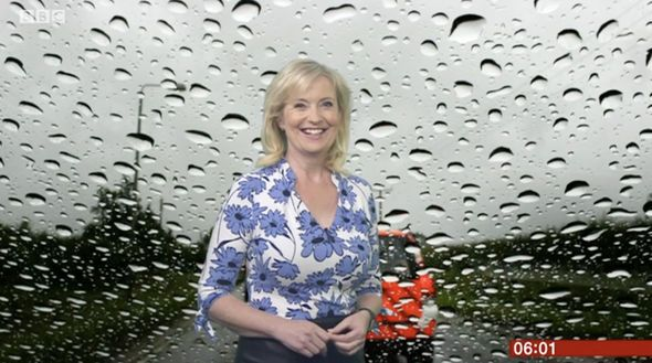 BBC weather: Carol Kirkwood mesmerises viewers as she showcases curves in leather skirt - https://buzznews.co.uk/bbc-weather-carol-kirkwood-mesmerises-viewers-as-she-showcases-curves-in-leather-skirt -