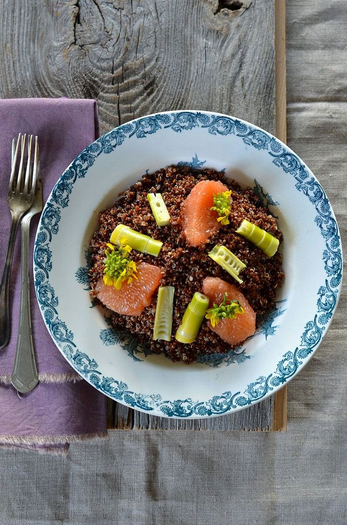 Quinoa salad with bamboo shoots, fresh and flower of mustard