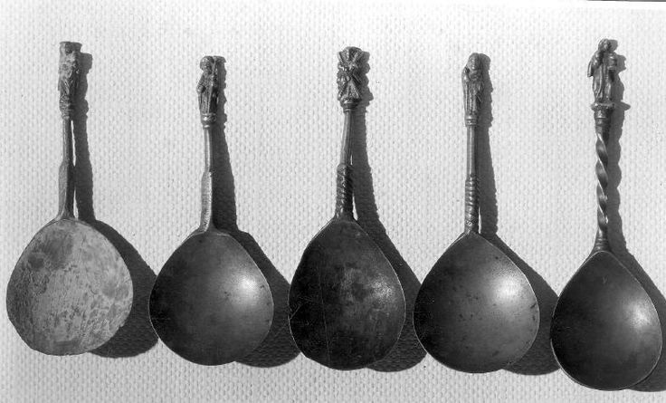 The city of Liege. Spoons, 15th c. Musée d'art religieux et d'art mosan. Casting, brass, length 13 cm