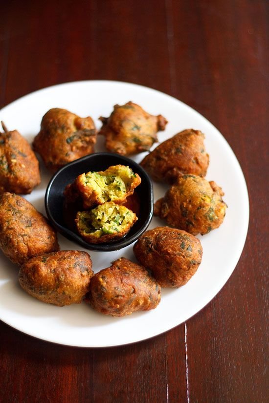 Methi Na Gota or or methi pakora is a gujarati deep fried snack. basically these are fritters made with besan/gram flour and fenugreek leaves. they are usually served as a snack during tea time.