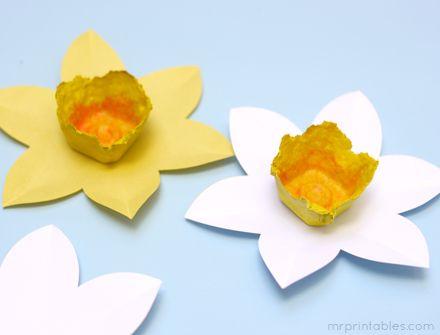 how to make daffodils - egg cartons and paper - free printable
